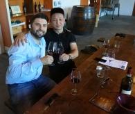 Niccolò si prende cura di un importatore cinese durante un incoming in Toscana