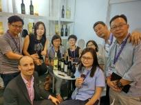 Matteo ad Hong Kong per far conoscere ad un gruppo cinese i nostri vini